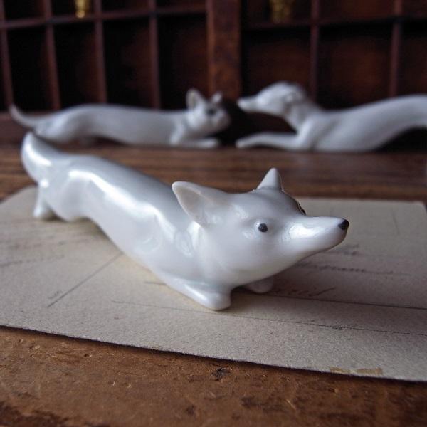 画像1: 白磁のナイフレスト(キツネ)