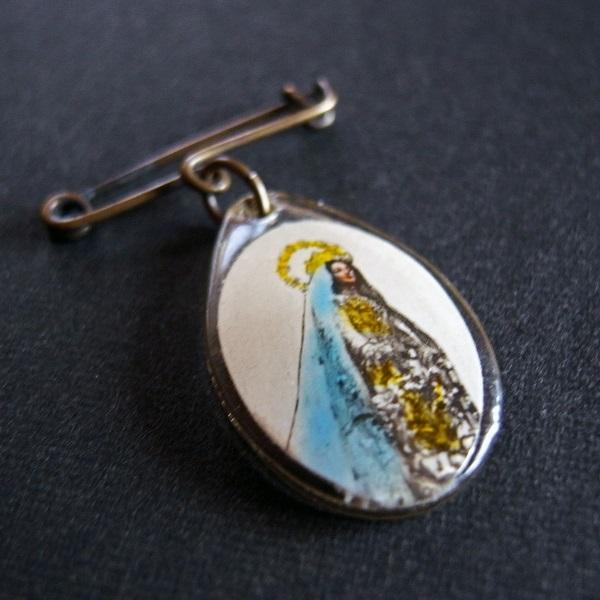 画像1: 聖母のメダイ付きピンブローチ