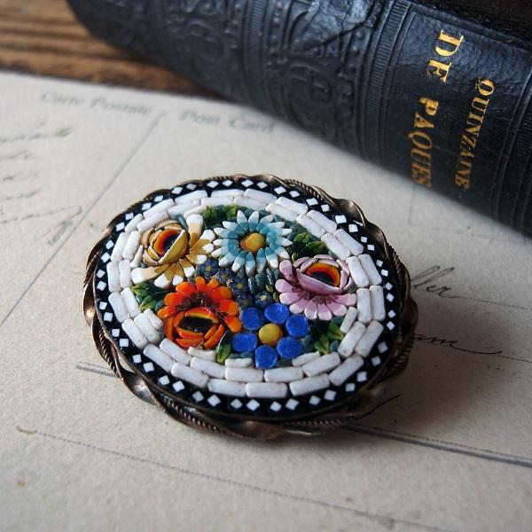 画像1: マイクロモザイクのお花のブローチ(白)