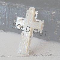 マザーオブパールの手彫りのクロス