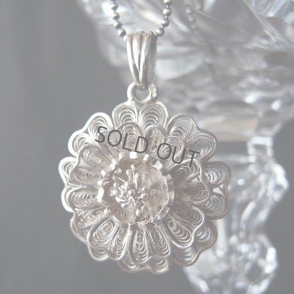 画像1: シルバーフィリグリーのお花のペンダント