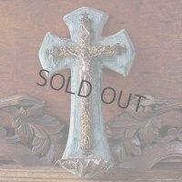 透かし紋様の十字架の聖水盤