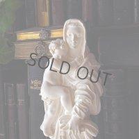 書物を手にする聖母子像(A. Giannelli作)