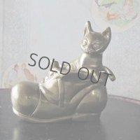ブーツの中のネコの真鍮オブジェ