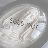 聖母マリアの大きなガラスドームフレーム
