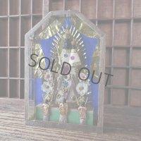 ガラスケースに納められた黒い聖母(聖母子)像
