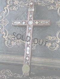 象嵌細工の19世紀の十字架(不思議のメダイ付き)