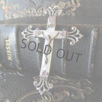シルバー×マザーオブパールの十字架a