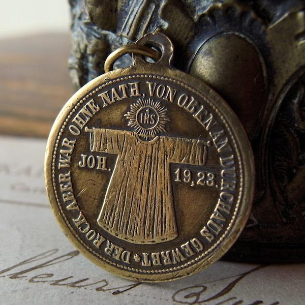 画像1: トリーアの聖衣の1891年のメダイ