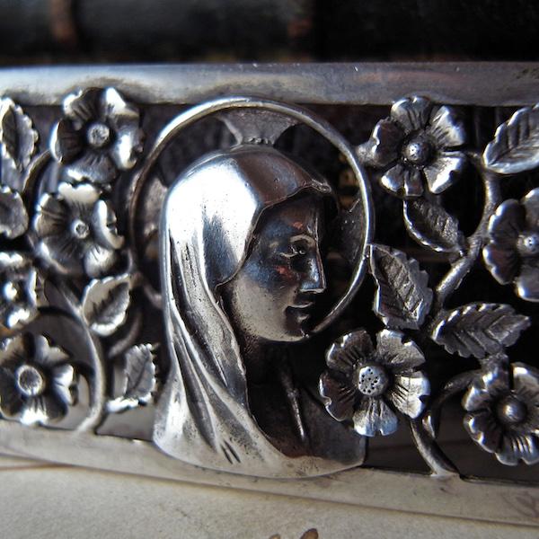 画像1: 聖母マリアとお花のシルバーブローチ