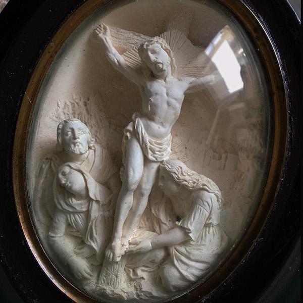 画像1: キリストの磔刑図のガラスドームフレーム