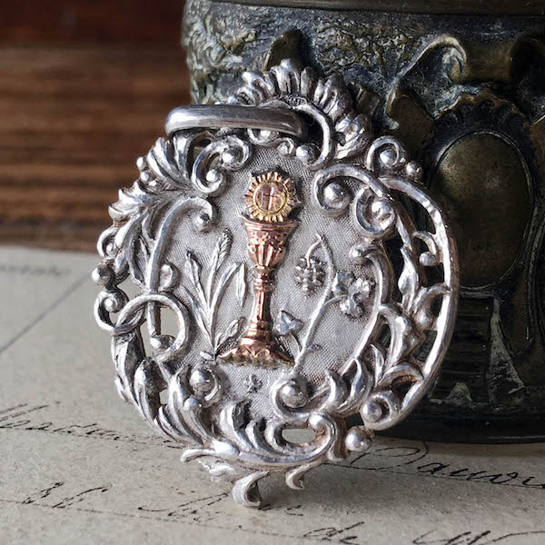 画像1: 聖体拝領記念のシルバーメダイ