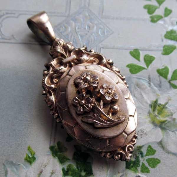画像1: ローズゴールド鍍金のお花のロケット