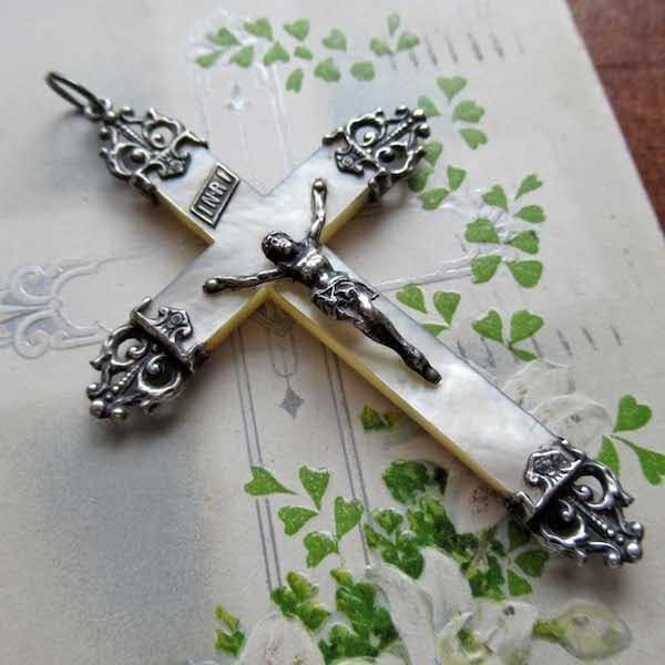 画像1: マザーオブパールとシルバー装飾のクロス