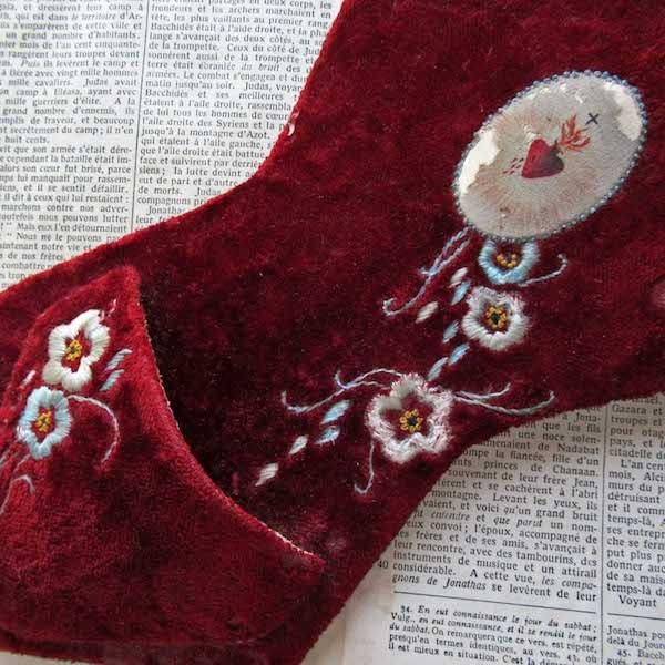 画像1: ビロードに手刺繍の聖水盤
