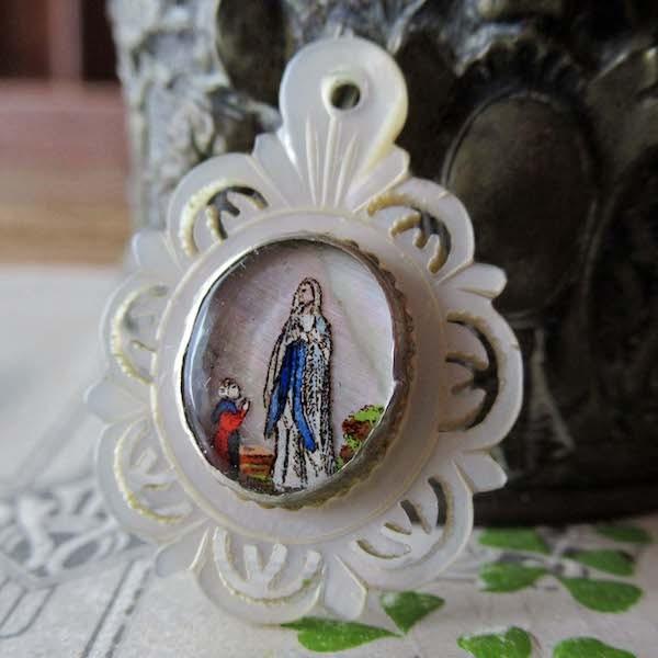 画像1: ルルドの聖母のマザーオブパールメダイ(19世紀)