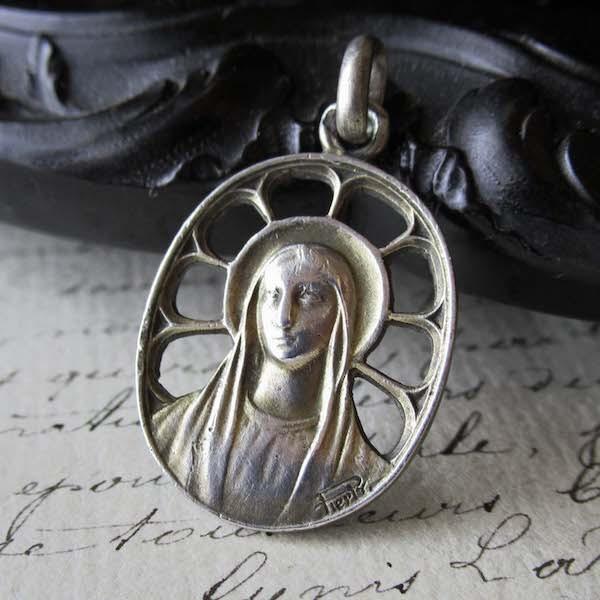 画像1: 聖母マリアのシルバーメダイ(作家名あり)