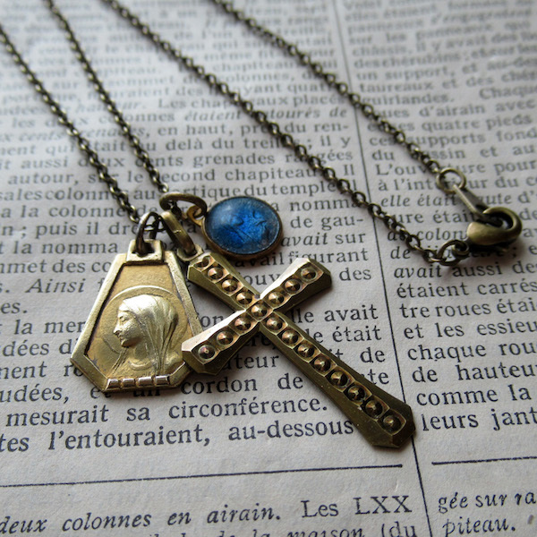 画像1: 金鍍金のメダイ2点とクロスのネックレス