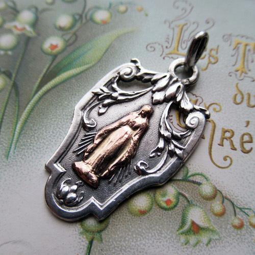 画像1: シルバー×金鍍金の聖母マリアのメダイ
