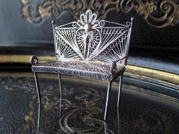 画像1: フィリグリー(銀線細工)のミニチュア二人掛けチェア