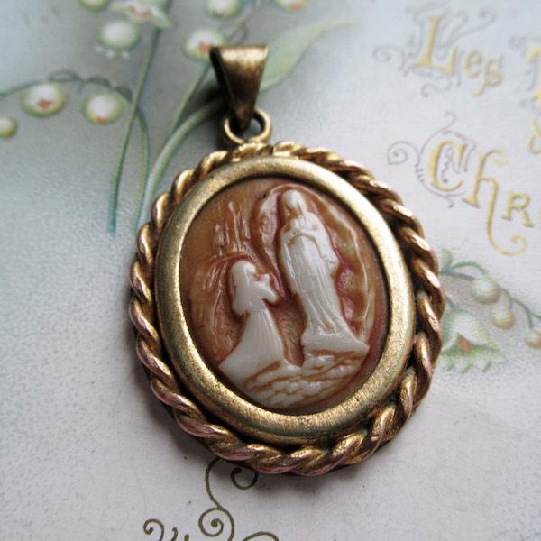 画像1: ルルドの聖母とベルナデッタのメダイ