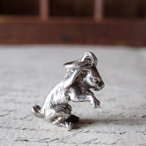 画像1: ウサギのシルバーチャーム