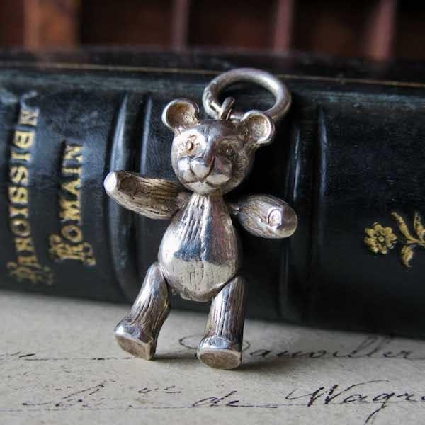 画像: 手足が動くクマのシルバーチャーム