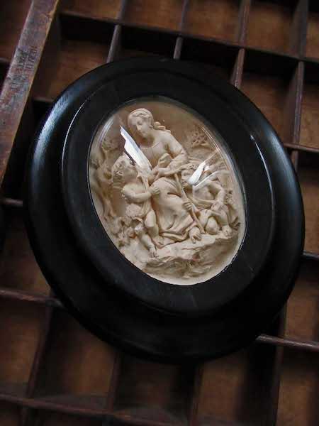 画像: 聖母子と洗礼者ヨハネのガラスドームフレーム