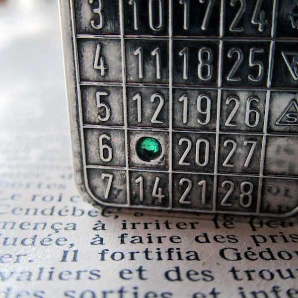 画像: カレンダーのシルバーペンダントトップ