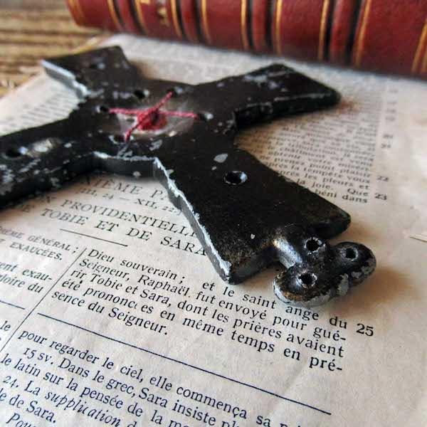 画像: 聖遺物が封蝋された19世紀の十字架