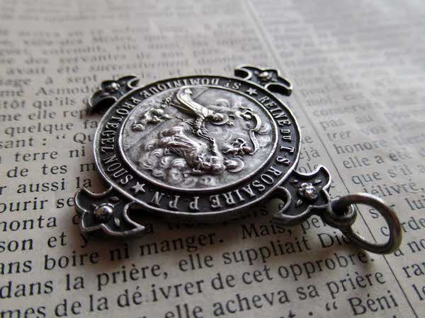 画像: ロザリオの聖母のメダイ