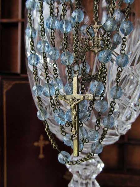 画像: 青いガラスビーズのロザリオ(19世紀)