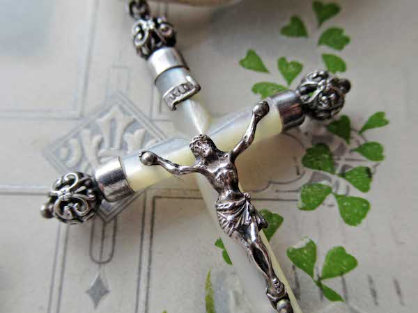 画像: マザーオブパールとシルバーのクロス