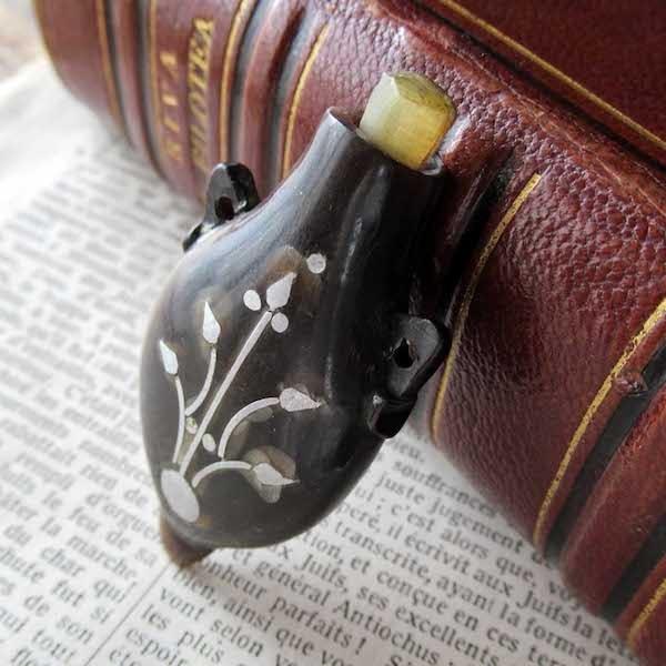 画像: 19世紀の香水入れ