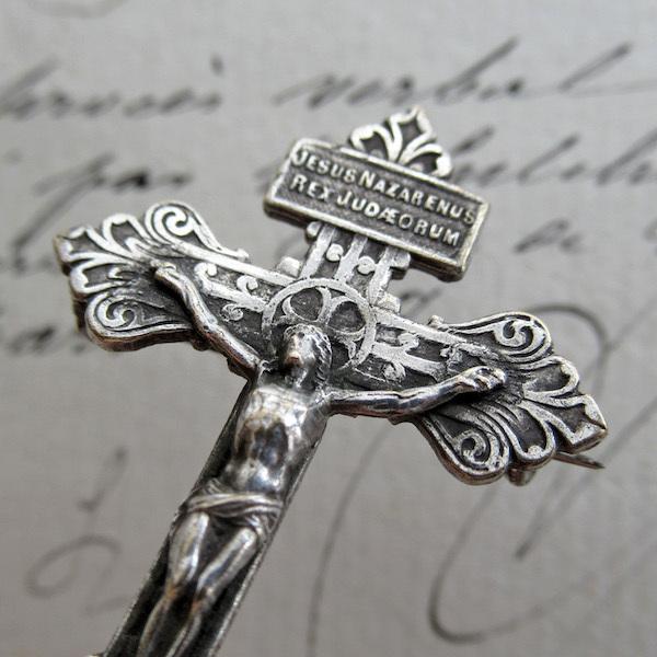 画像: 赦しの十字架のブローチ