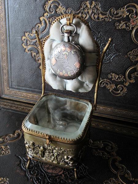 画像: 天使のジュエリーボックス(19世紀)